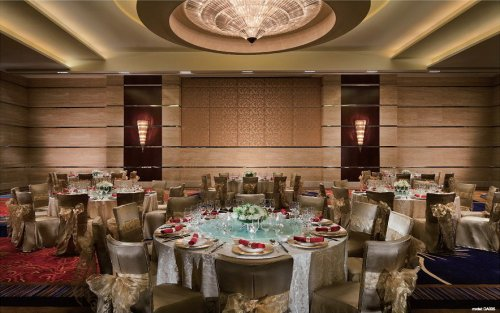 Luxury-Banquet-Tables-and-Chairs-for-Sale-from-China-Manufacturer