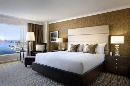 commercial_style_leather_double_size_hotel_furniture_set_wooden_frame_2